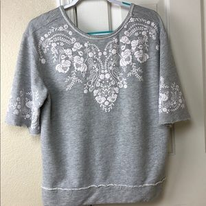 Maurices gray printed (L) sweatshirt short sleeve
